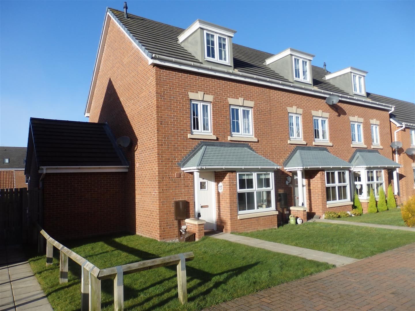 4 Bedrooms Town House for sale in Rothery Walk, Whitworth, Spennymoor
